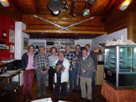 Flankiert von den beiden Vorsitzenden Tina Kutter (links) und Hans Wüstendörfer (rechts hinten) wurden von links Johann Götz, Ilse Neuner, Rudi Geiger, Dr. Richard Wiedemann (alle 50 Jahre) und Kurt Schmiedle (60 Jahre) für ihre Treue zum Verein geehrt. Im Vordergrund das neu ernannte Ehrenmitglied Ursula Geiger.
