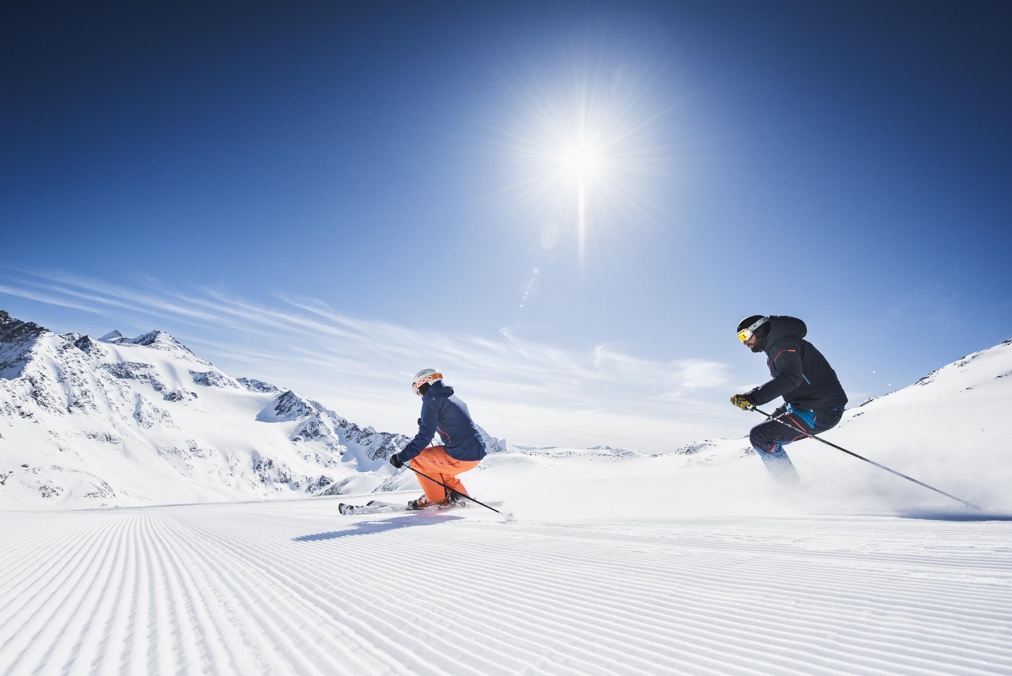 stubaier-gletscher-andre-schoenherr-koeniglich-skifahren-print