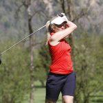 Nicole Hosp beim Golfen