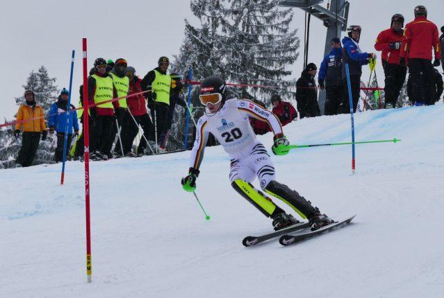 Linus Witte vom SV Bad Aibling wurde am Götschen Deutscher Jugendmeister bei der Alpinen Kombination in der Klasse U 18. Mit einem Top Slalomlauf konnte er sich am Ende auf Platz eins schieben.